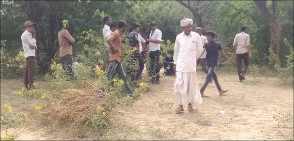 ધાનેરાના ભાટિબ ગામની સીમમાંથી ઝાડ પર લટકતી હાલતમાં યુવકનો મૃતદેહ મળ્યો