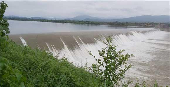 નર્મદા ડેમ ની જળસપાટી 130 .56 મીટરે પહોચી: ડેમમાંથી પાણી છોડાતા ગરુડેશ્વર પાસેનો વિયર કમ કોઝવે ડેમ ઓવરફ્લો થયો