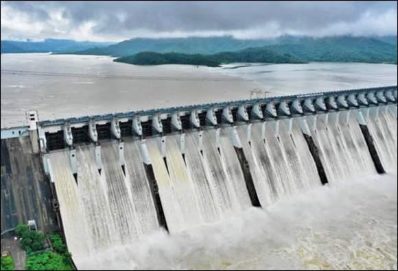 નર્મદા ડેમની સપાટી 132,93 મીટરે પહોંચી : 23 દરવાજામાંથી છોડાતું 10 લાખ ક્યૂસેકથી વધુ પાણી