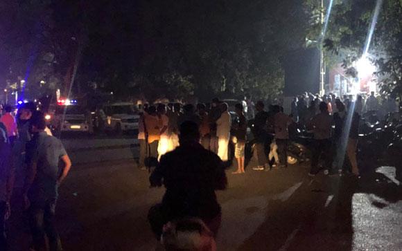 ગુજરાત કોલેજમાં AAPના કાર્યકરોનો હોબાળો : EVM સાથે ચેડાં થયાનો ભાજપ પર આરોપ