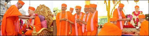 મણિનગર શ્રી સ્વામિનારાયણ ગાદી સંસ્થાન, શ્રી સ્વામિનારાયણ મંદિરમાં વિશ્વવાત્સલ્યમહોદધિ, વેદરત્ન આચાર્ય શ્રી પુરુષોત્તમપ્રિયદાસજી સ્વામીજી મહારજની પ્રથમ વાર્ષિક પુણ્યતિથિ શ્રી સ્વામિનારાયણ ગાદીના પ્રવર્તમાન આચાર્ય શ્રી જિતેન્દ્રિયપ્રિયદાસજી સ્વામીજી મહારાજની અધ્યક્ષતામાં પ્રેમાંજલી....