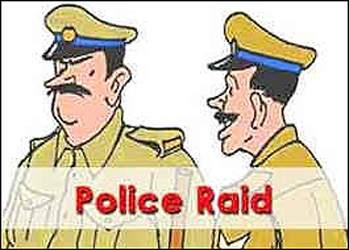 વડોદરા હાલોલ હાઇવે પર ફલોરમીલમાં સરકારી અનાજનો ઠાલવતી વેળાએ પોલીસના દરોડા:તપાસ દરમ્યાન 1300 બોરી મળી આવી
