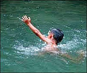 દાહોદ : ગરબાડા નજીક સીમમાં ઢોર ચરાવવા ગયેલ ત્રણ કિશોરો નદીના પાણીમાં તણાઈ જતા એકનું મૃત્યુ: બે નો આબાદ બચાવ