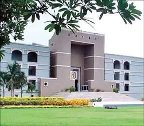 ગુજરાત વિધાનસભાની 8 બેઠકનો ચુંટણી મુદ્દે હાઇકોર્ટ દ્વારા કેન્દ્રીય ચૂંટણી પંચ અને ચૂંટણી અધિકારીઓને નોટીસ