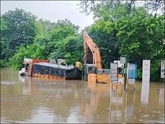 રાજપીપળાના ગોરા ગામ પાસે નર્મદા નદીનું પાણી રોડ પર પહોંચ્યું : લોકોમાં ફફડાટ ફેલાયો