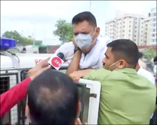 અમદાવાદ મનપાના 'બેસણા'નું આયોજન અટાકાવાયું: અનેક કાર્યકર્તાઓની અટકાયત