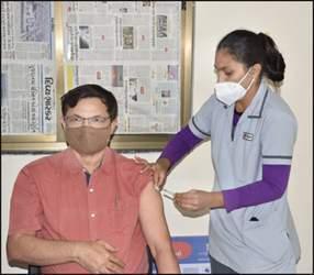 ખેડાના ઈન્ચાર્જ કલેકટર રમેશ મેરજાને રસીકરણ વન્સમોર