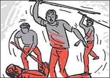 તિલકવાડા તાલુકાના અલવા ગામે યુવાન પર પિતા- પુત્રએ લાકડીથી  હુમલો કરી મારી નાંખવાની ધમકી આપી
