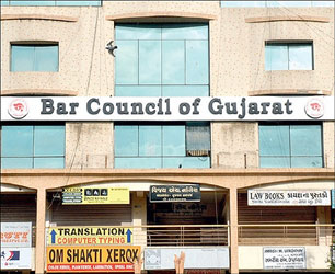 ગુજરાત બાર કાઉન્સિલે છેલ્લાં ચાર મહિનામાં મુત્યુ પામેલા ધારાશાસ્ત્રીઓના વારસદારોને 2.75 કરોડ રૂપિયા ચુકવ્યા
