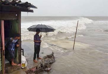 ગુજરાત સહીત પાંચ રાજ્યોમાં વાવાઝોડાની અસરનો ખતરો: ગુજરાત અને કેરળ માટે ઓરેન્જ અને રેડ એલર્ટ