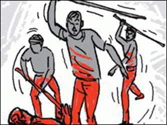 કુંવરપરા ગામમાં કોઈક કારણોસર મહિલાના ઘરમાં ઘૂસી 4 વ્યક્તિઓને માર મારનાર 4  સામે ફરીયાદ
