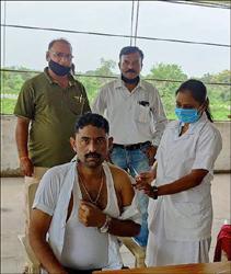 ધારીખેડા સુગર ખાતે રસીકરણ કાર્યક્રમમાં લોકો વેક્સિનનો લાભ લીધો