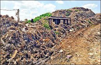 પાલનપુર નજીક ડમ્પિંગ  સાઈટ પર  કચરાના  ઢગ ખડકાતા  ઠેર ઠેર ગંદકી જામી